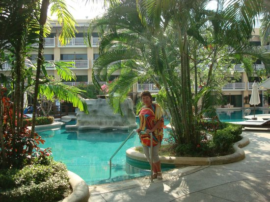 Thara Patong Beach Resort & Spa:                   на территории отеля