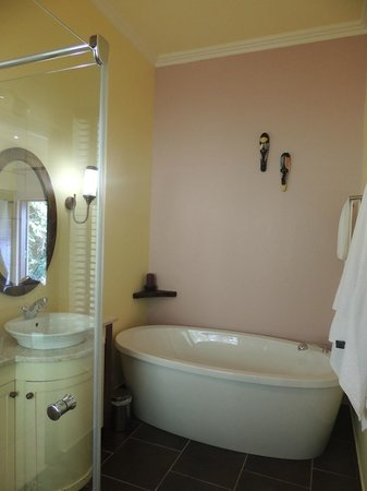 Double Dutch B & B: Albatross Bathroom