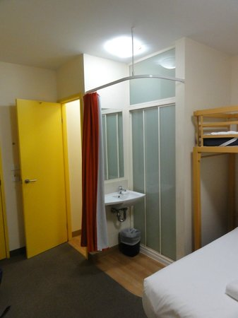 Ibis Budget Melbourne CBD: The shower is within the room (but can be closed off behind the curtain)