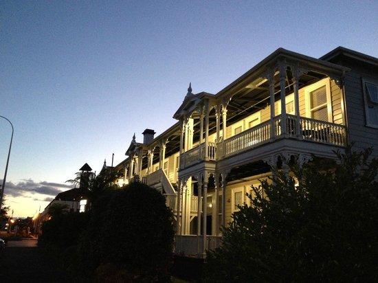 Princes Gate Hotel:                   by night