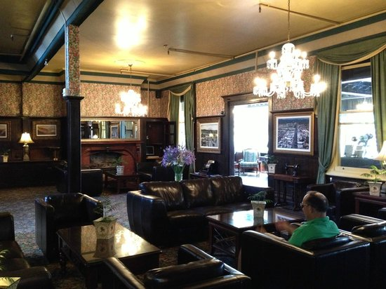 Princes Gate Hotel:                   bar