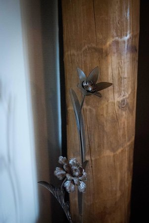HideAway Haven: Rustic Decorations