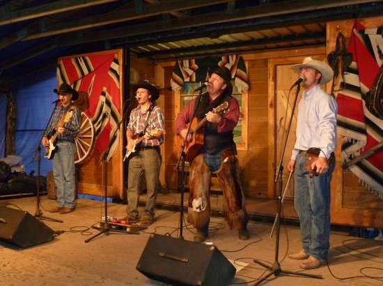 Bar-T-5 Covered Wagon Cookout : Die Bar-T-Five-Band in Aktion!