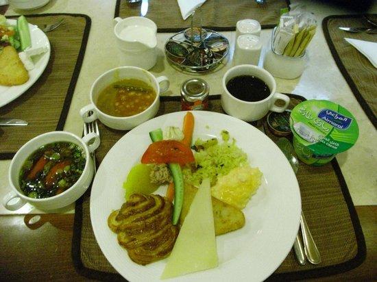 グランド エクセルシア ホテル ブル ドバイ, 朝食一例(おいしい味噌汁もありました。)