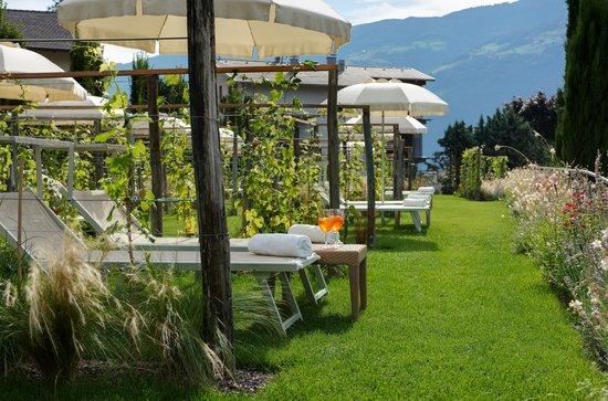 Style & Spa Resort Lindenhof: Weinlabyrinth Garten Kuschelzone zu Zweit
