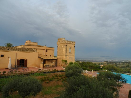 Baglio Oneto Resort and Wines: Vista panoramica dalla nostra stanza