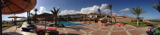 Ecotel Dahab Bay View Resort:                   панорама бассейной зоны