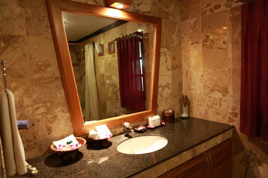 Somkiet Buri Resort: mirror mirror on the wall