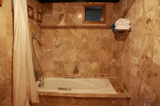 Somkiet Buri Resort: bathtub