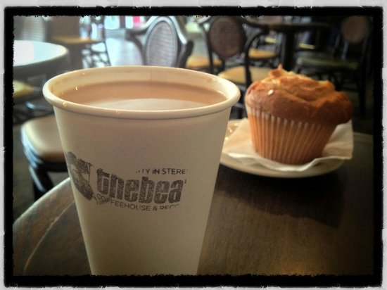 The Beat Coffeehouse : coffee in paper or in mugs