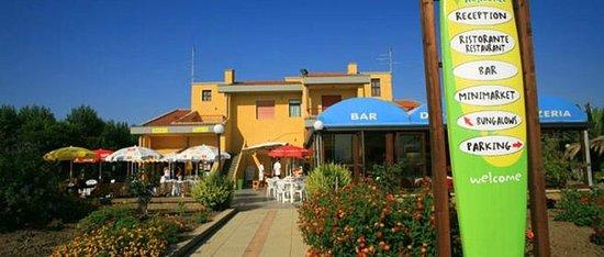 Residence Villaggio Diomedea: Esterno Reception, bar, ristorante/pizzeria
