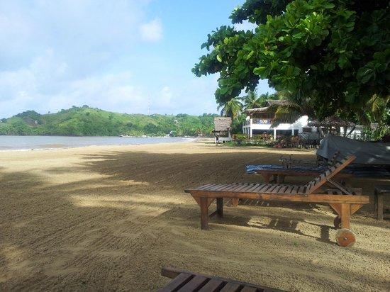 Domaine Manga Be : Vue su la plage avec transat