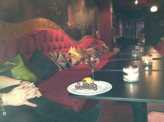 Hotel Helsing : relaxing in the Champagne bar