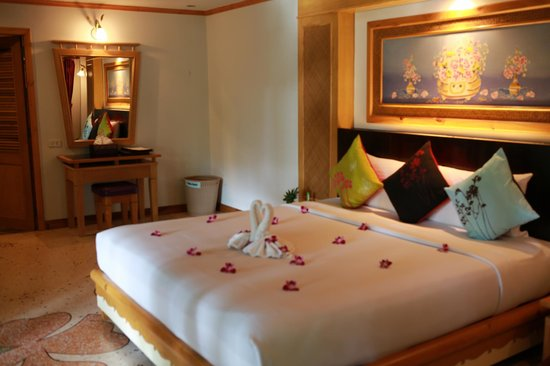 Somkiet Buri Resort: spacious room