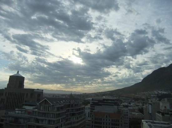 Taj Cape Town : Early morning city view