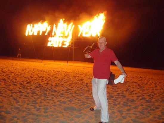 إيفاسون أنا ماندارا نها ترانج:                   Пляж в новогоднюю ночь.                 