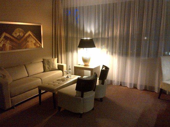 Ramada Hotel Berlin-Alexanderplatz: Zona giorno