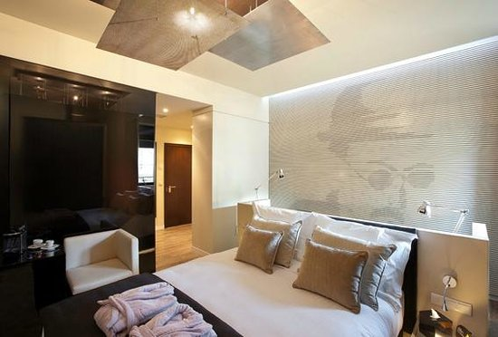 9HOTEL MERCY: Fernando Pessoa Deluxe Room