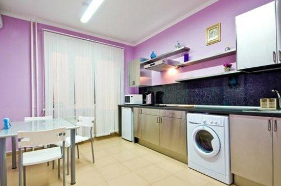 100 Friends: Guest kitchen