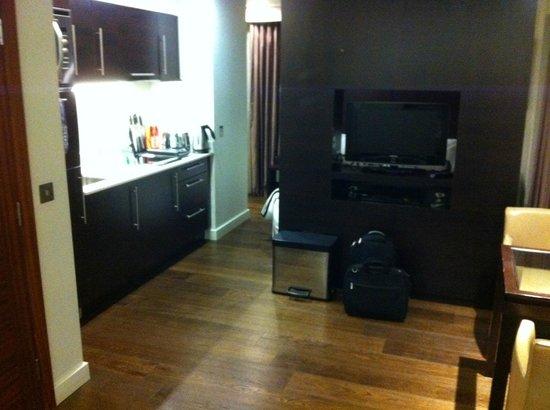 Atelier EC1 by BridgeStreet Worldwide:                   Kitchenette from lounge area