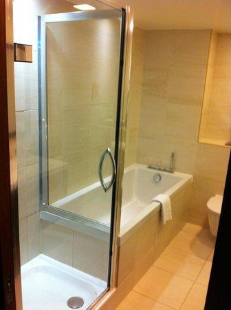 Atelier EC1 by BridgeStreet Worldwide:                   Bathroom