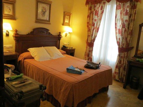 Hotel Adriano Sevilla: Cama