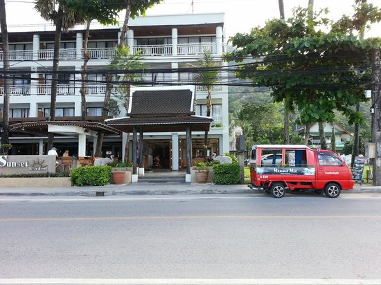 Sunset Beach Resort: S.B.R. main entrance
