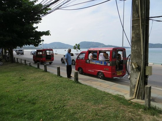 Sunset Beach Resort: tuk-tuk to Patong 200 baht, sir