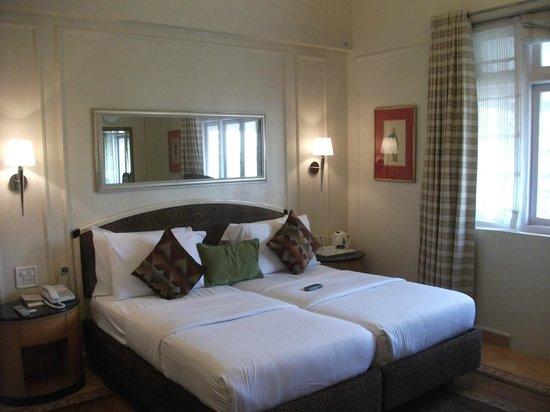 Astoria Hotel: Bed