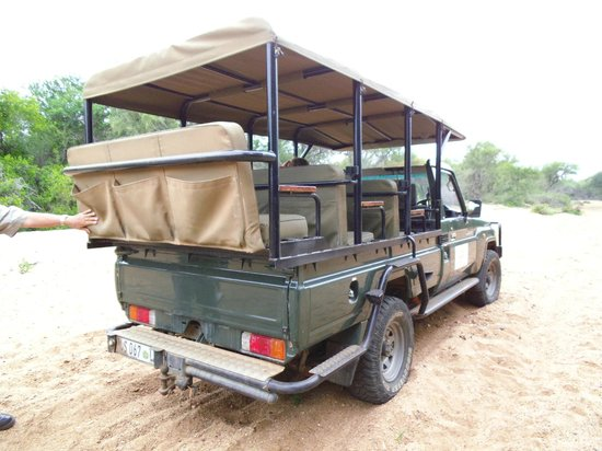 Elandela Private Game Reserve: Safari off roada in private reserve