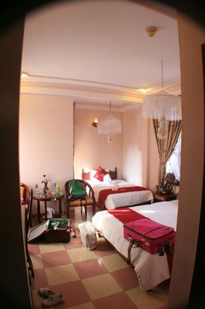 Nhi Nhi Hotel:                                                       Kids' room