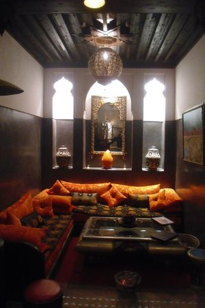 Riad La Porte Rouge: LA HALL