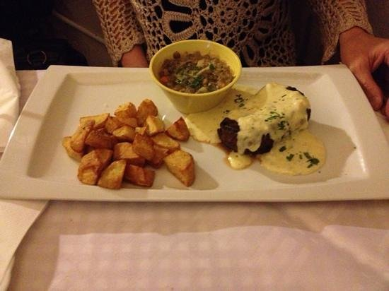 Konoba Pupo :                   Beef steak in garlic sauce.