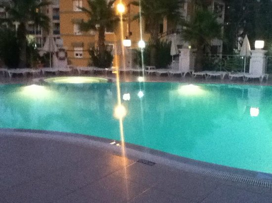 Ideal Pearl Hotel:                   poolside at night