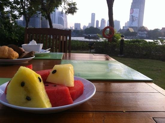 ibis Bangkok Riverside: vue terrasse exterieur