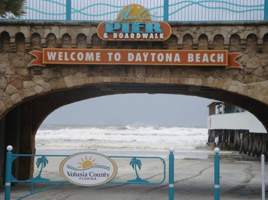 Daytona Beach, FL: Welcome indeed ! It was Closed !