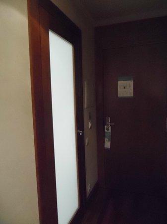 Eurostars Das Artes Hotel: entrada banheiro/casa de banho