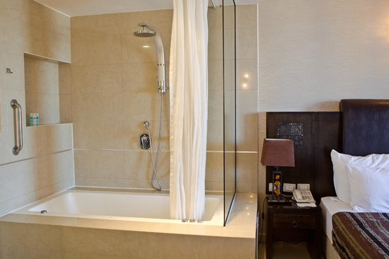 Royalty Suites: Sea View with Jacuzzi Room