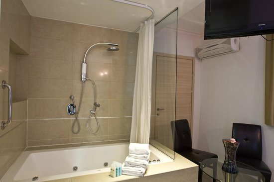 Royalty Suites: Studio with Jacuzzi Room