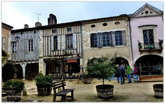 Au Bastignac: Place royale*