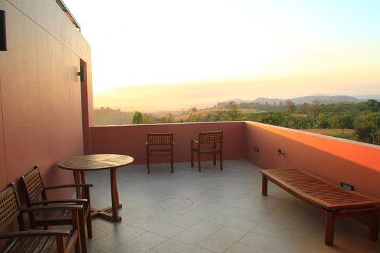 Phukumhom: Villa balcony