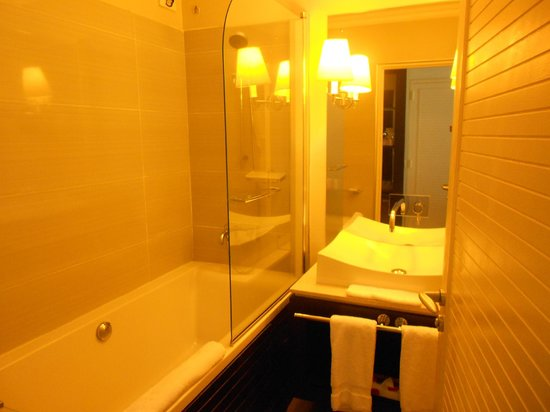 LUX* Saint Gilles: salle de bains