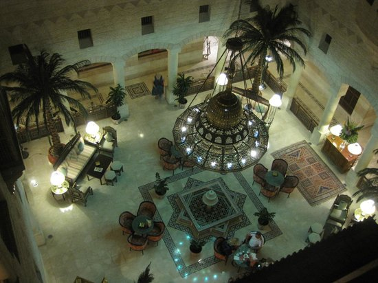Movenpick Resort Petra: Salottino centrale visto dall'alto