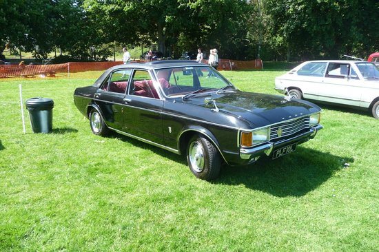 Museum of Power:                   Ford Granada 3.0 Ghia at car show
