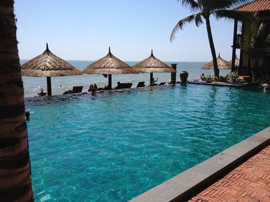 Lotus Village Resort: piscine