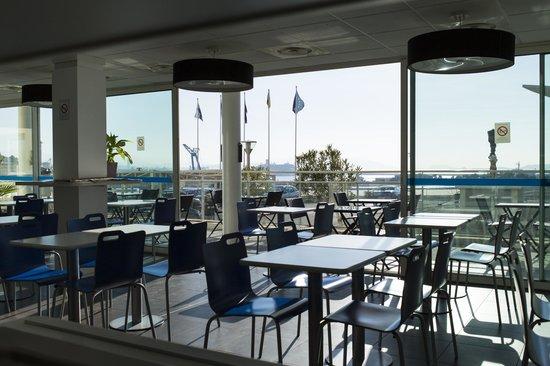 Ibis Budget Marseille l'Estaque : Vue de la salle petit dejeuner