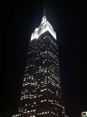 Hotel Metro: voici l'empire state building depuis la terrace de l'hôtel