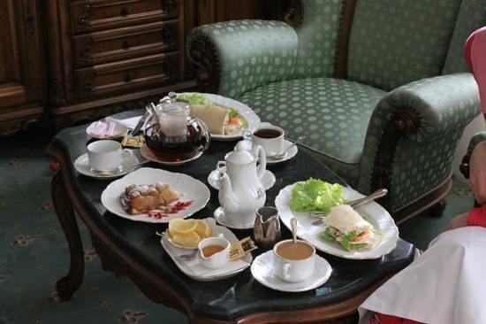 Grand Hotel London :                   завтрак в номер