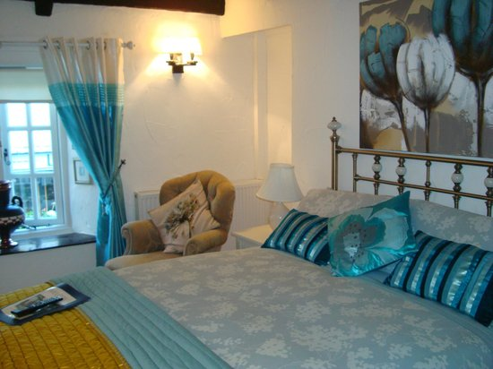 """Cottage Bed and Breakfast:                   Our """"lovely little room"""""""