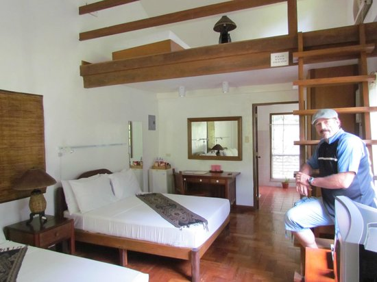 Busuanga Island Paradise:                   Upstairs and a downstairs!